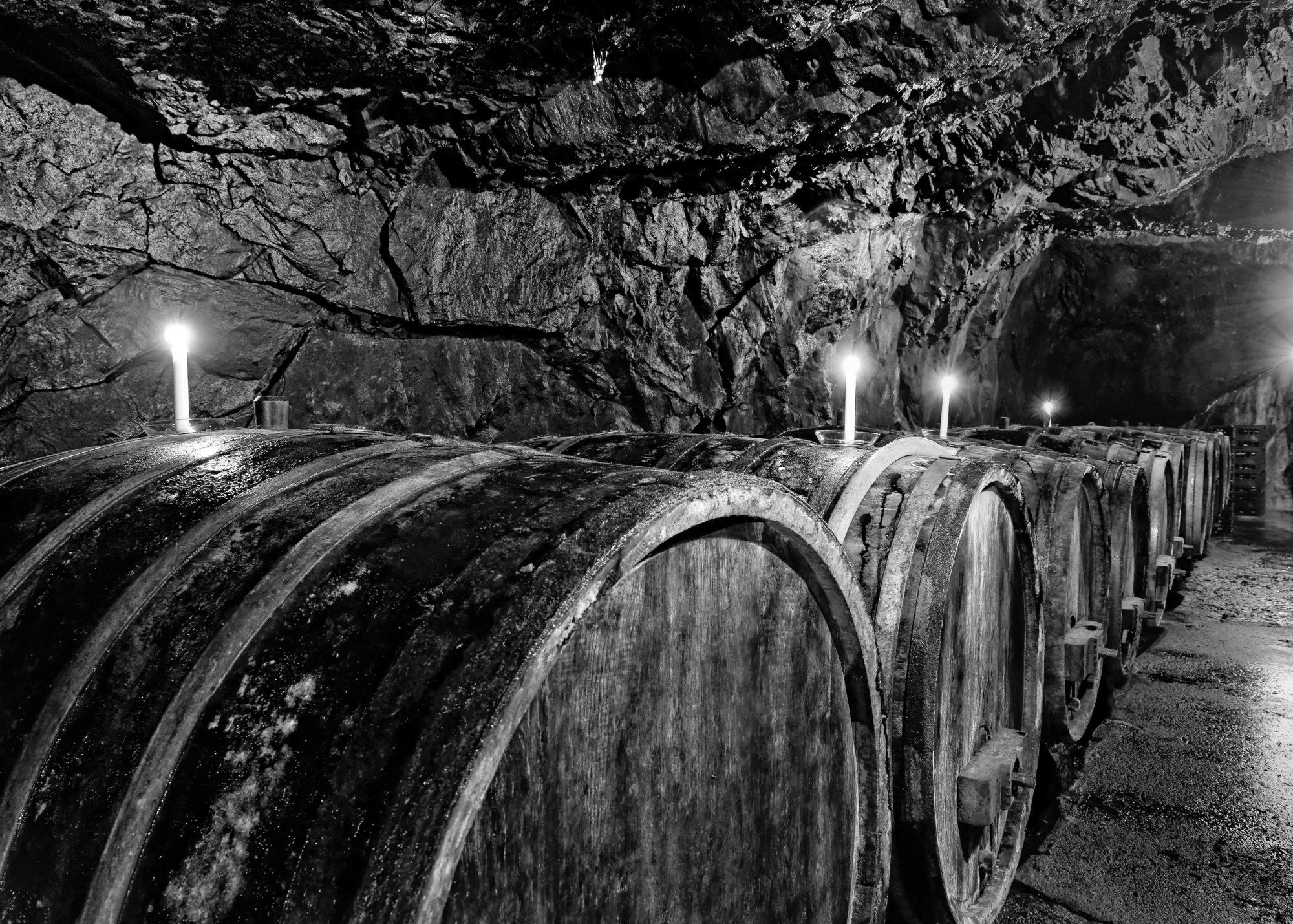 Weinkeller im Schieferfelsen