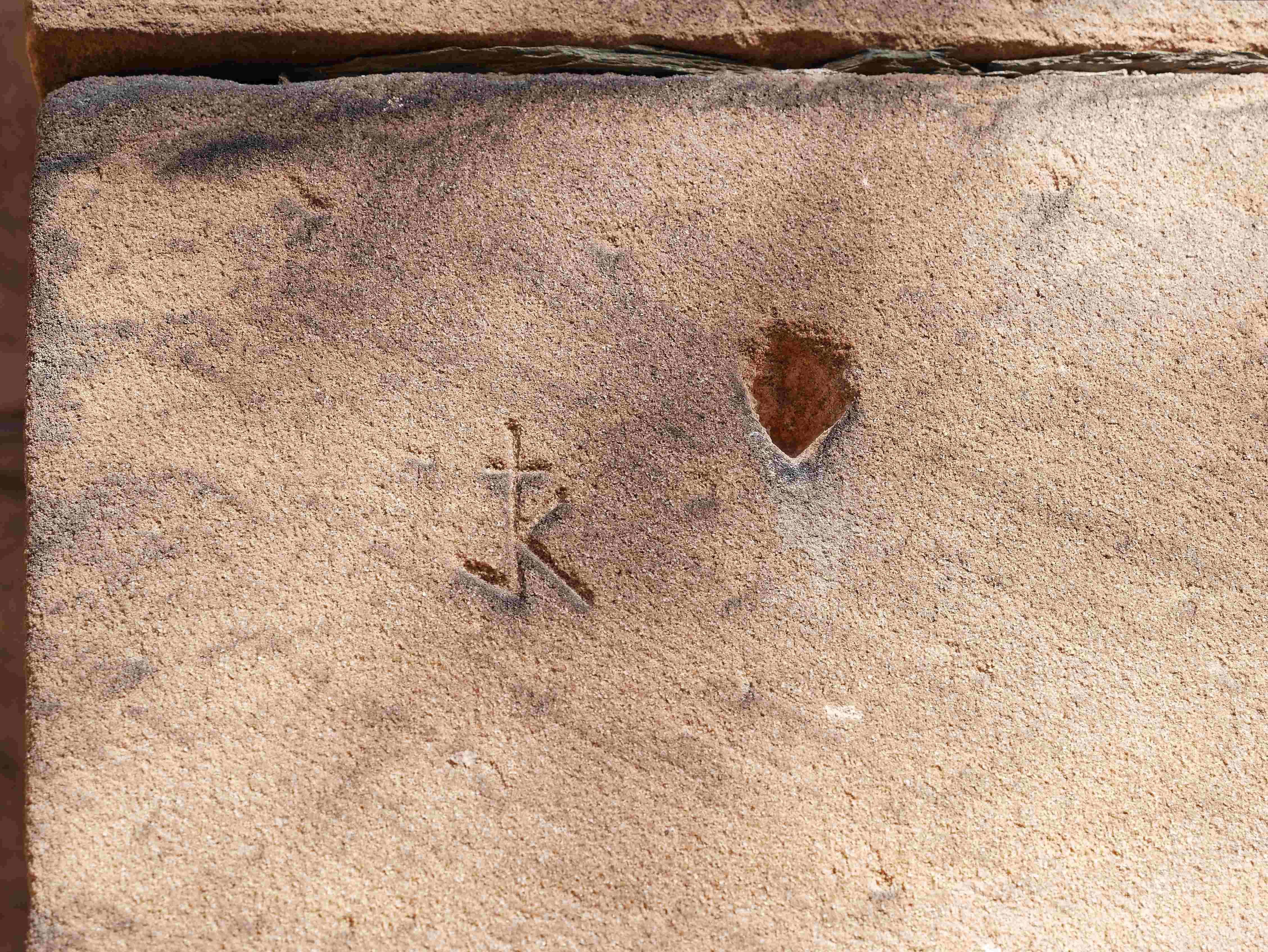 Steinmetzzeichen mit Zangenloch
