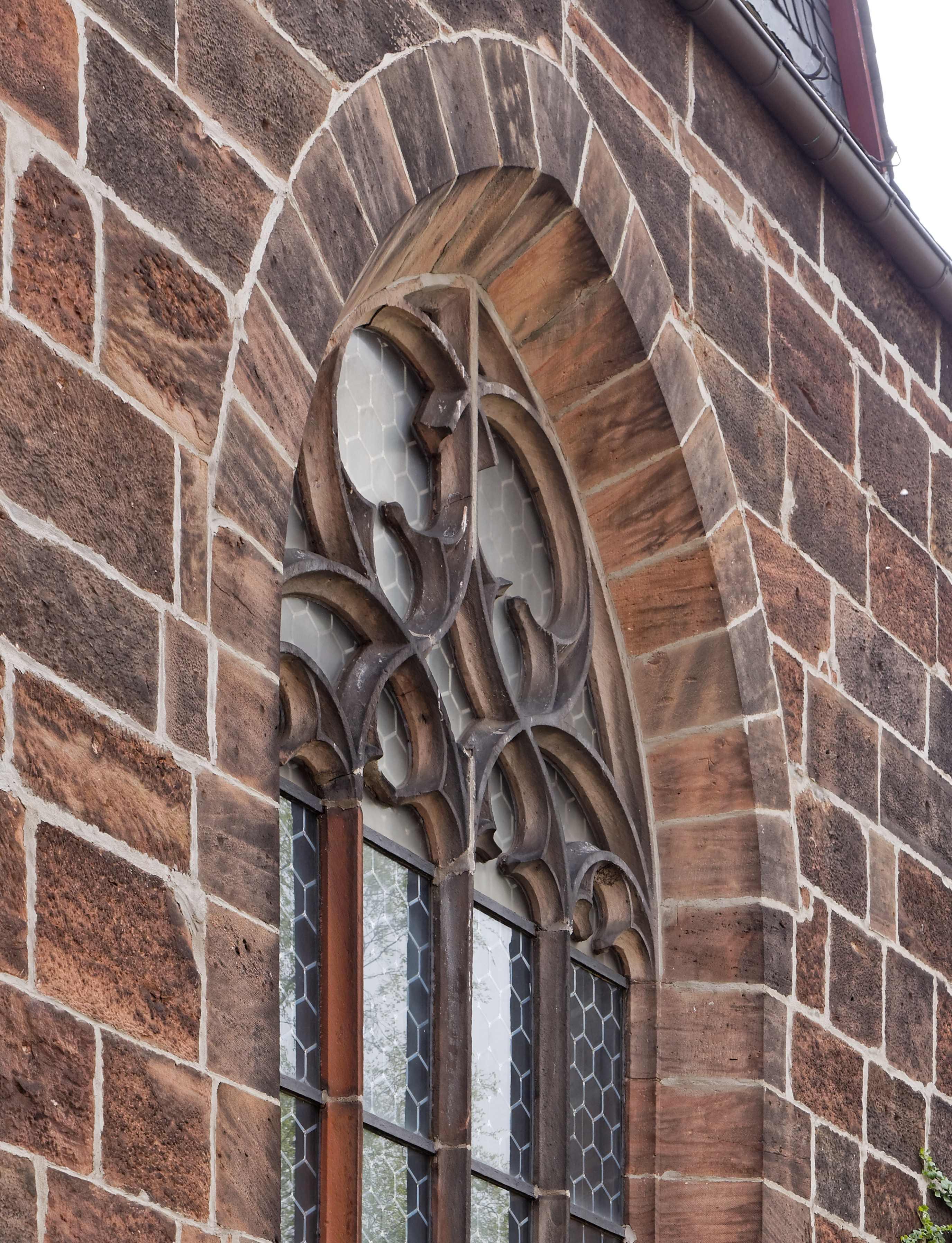 Maßwerk am Fenster der Westwand