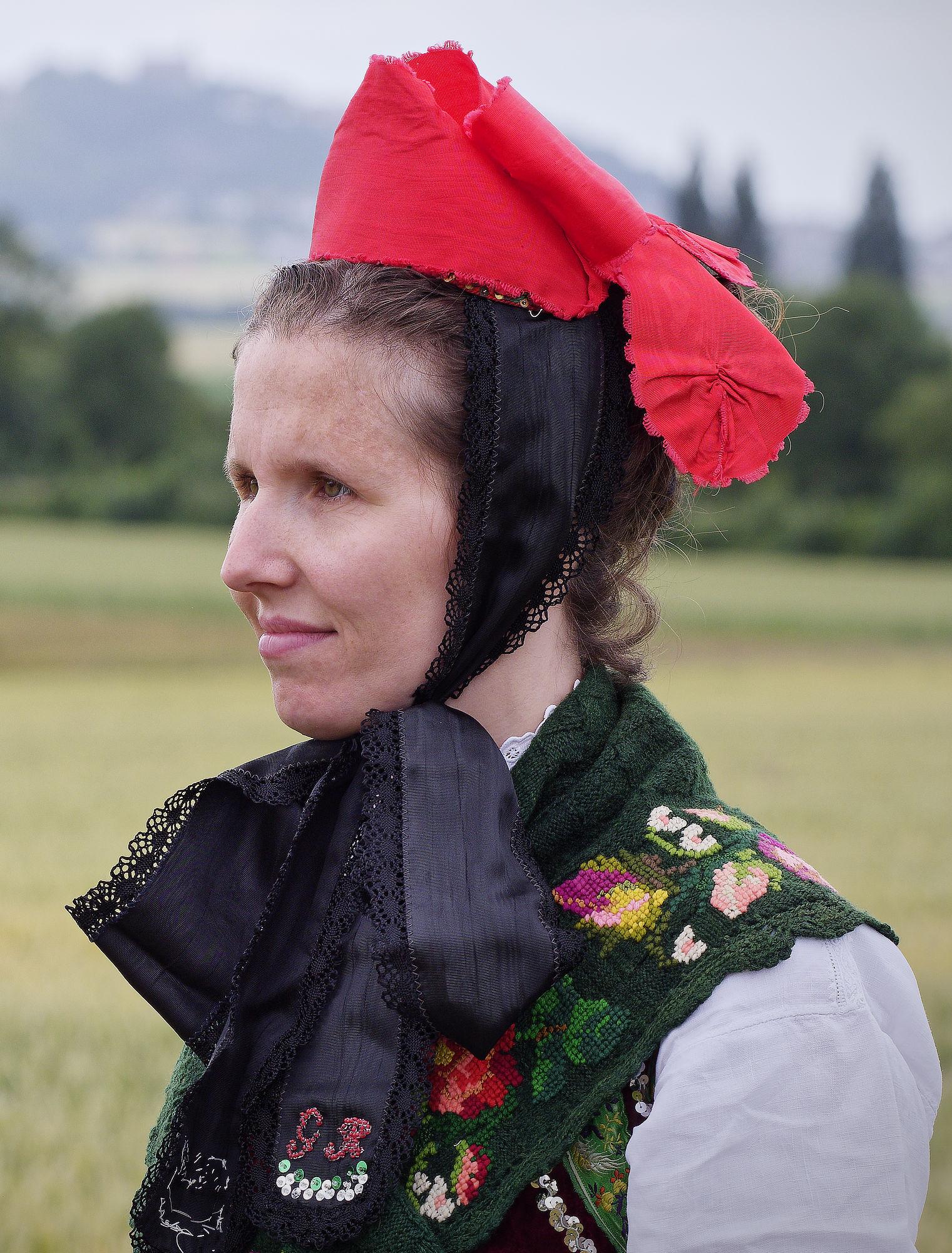 Das rote Käppchen wurde von unverheirateten Mädchen beim Tanz auf der Kirmes getragen